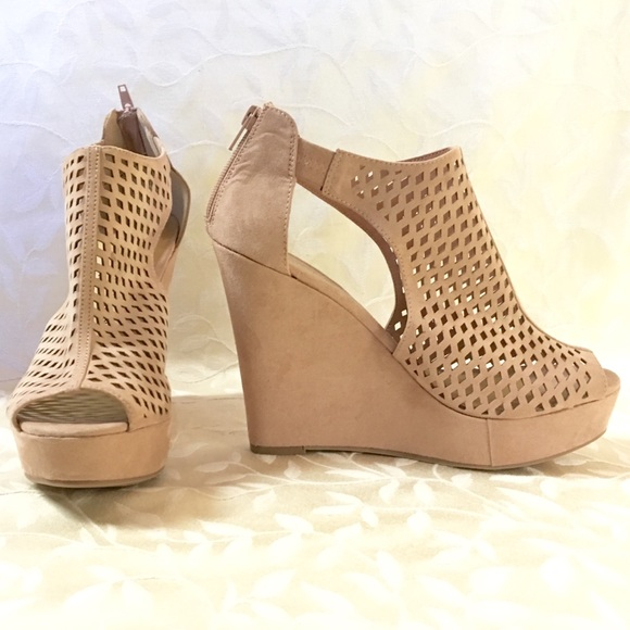 57402d78a29 Chinese Laundry Wedge Heels Size 10